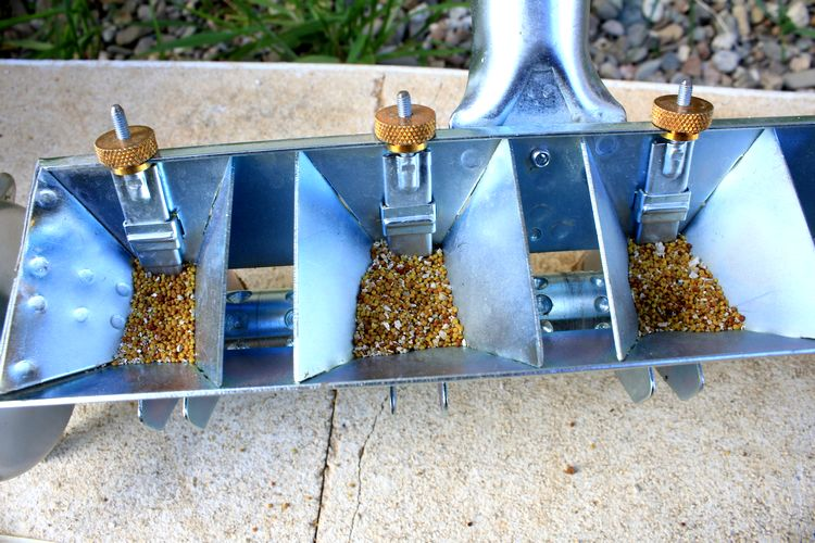 réservoirs à graines du semoir sembdner 4 rangs