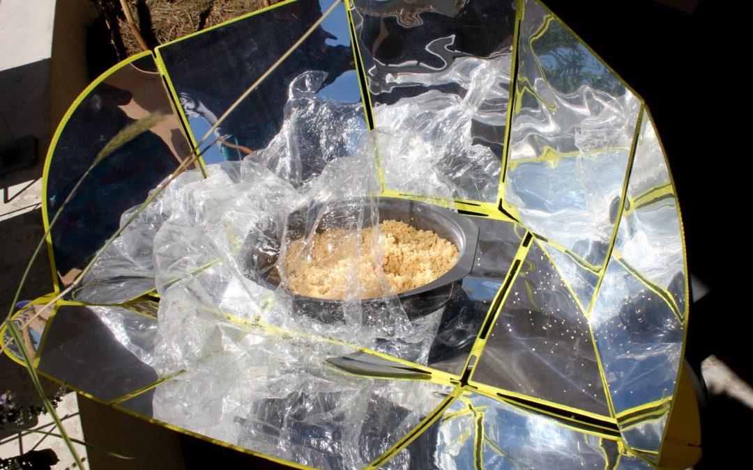 photo montrant un four solaire commercial en cours de cuisson