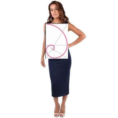 montage photo d'une femme élégante en robe moulante avec, superposé, un dessin de spirale logarythmique de croissance avec pour facteur le nombre d'or